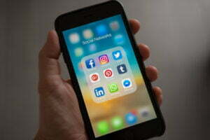 social media binge eating